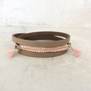leather bracelet with powderpink beads and tassles